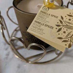 Vanilla spice candle and 2 decorative baskets